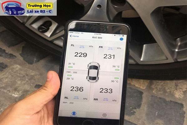 đo áp suất lốp xe ô tô đúng cách nhất