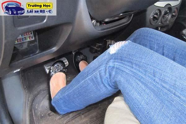 cách dừng xe đúng vạch và đề pa lên dốc trong bài thi sát hạch B2
