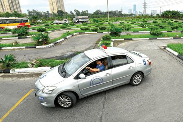 Hướng dẫn thi bằng lái xe ô tô 4 bánhlý thuyết và thực hành