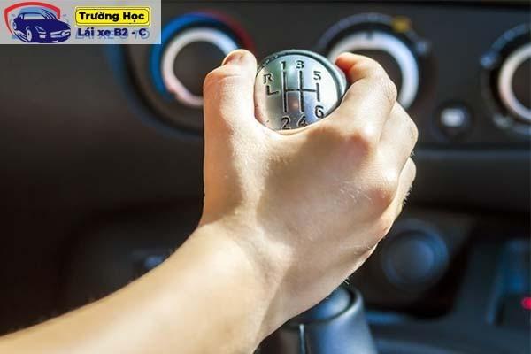 kỹ thuật lái xe ô tô b2 cho người mới tập lái
