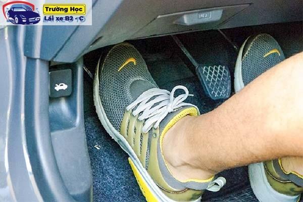 Hướng dẫn cách lái xe số sàn đơn giản nhất